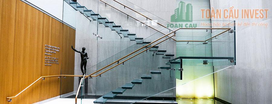 Không gian mở được tạo ra khi sử dụng cầu thang với kính trong