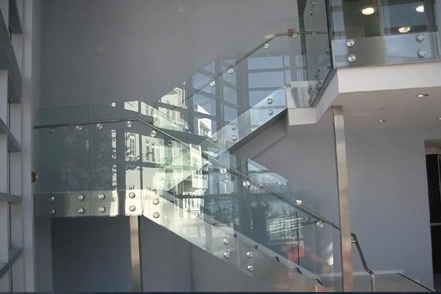 cầu thang kính chất lượng cao