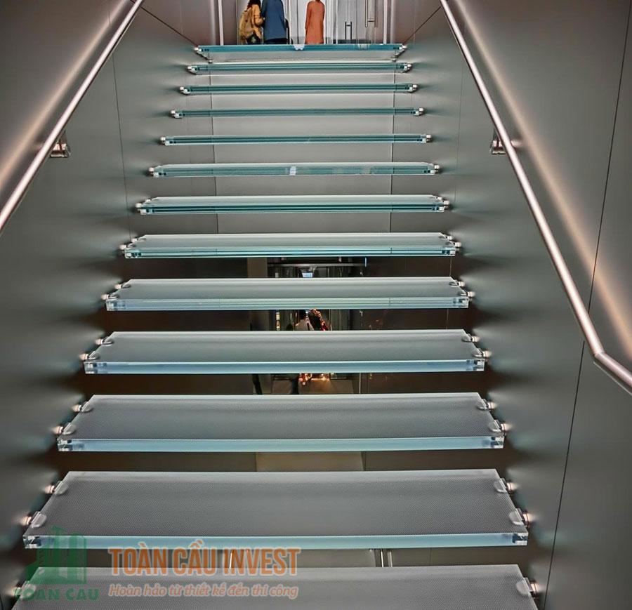 Cầu thang kính bền đẹp lung linh