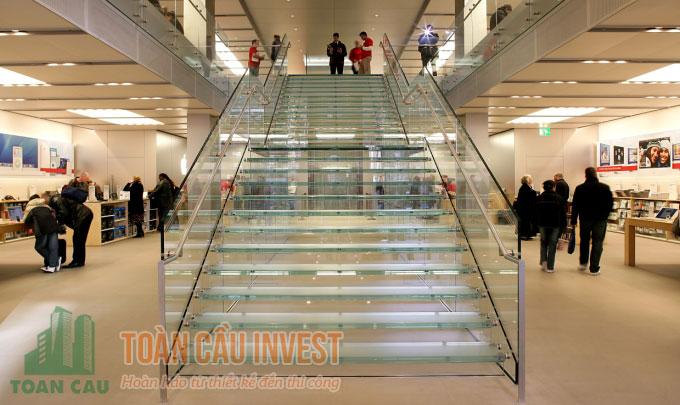 Cầu thang kính được sử trong siêu thị