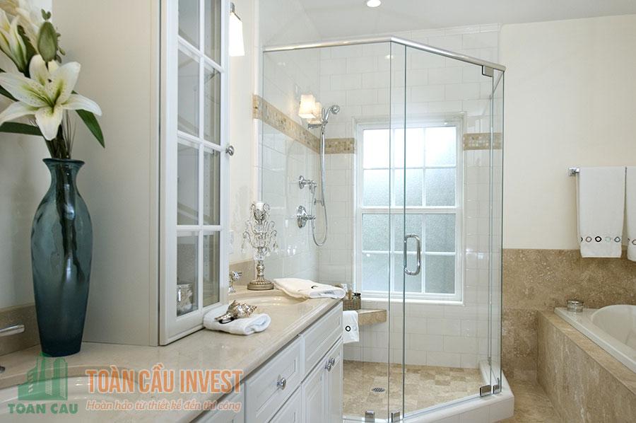Vách tắm kính vát góc 135 độ