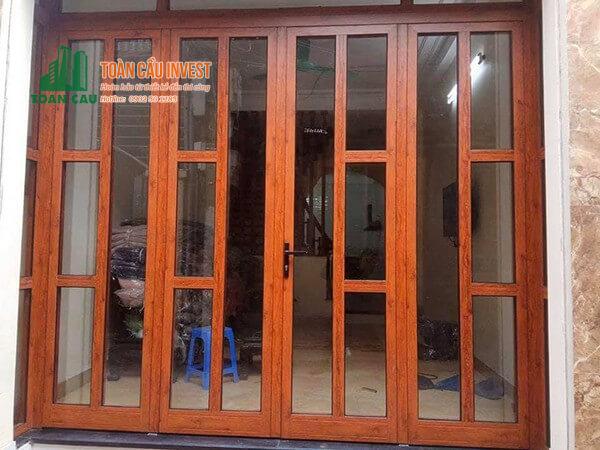 Mẫu cửa nhôm kính vân gỗ chia đố