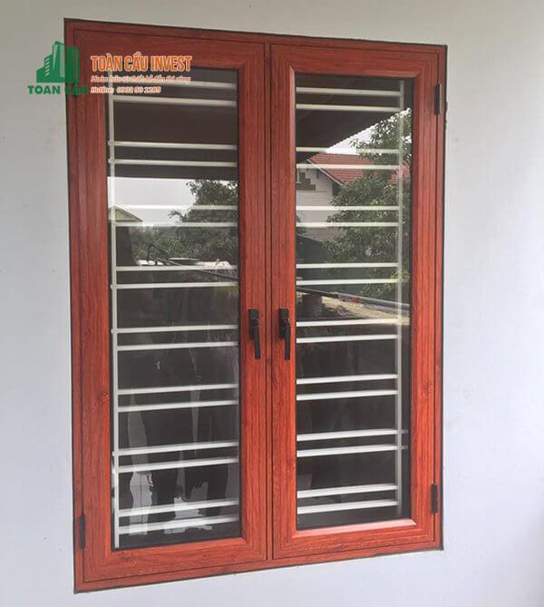 Mẫu cửa sổ nhôm kính 2 cánh mở quay