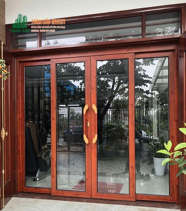 Mẫu cửa nhôm Xingfa mở lùa vân gỗ