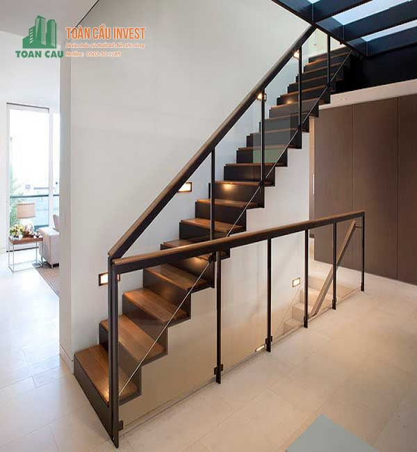 Ưu điểm của mẫu cầu thang bằng kính cường lực cho nhà ống