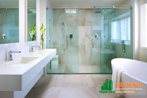 Vách kính phòng tắm cửa trượt lùa 1 cửa và 2 vách cố định