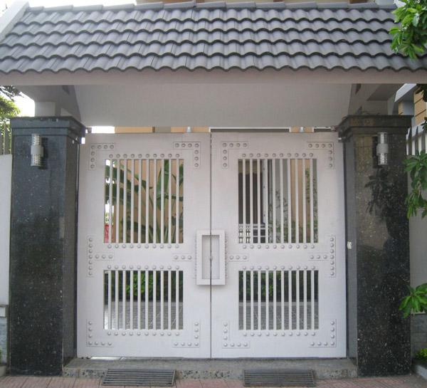 Mẫu cửa cổng sắt vuông góc cạnh