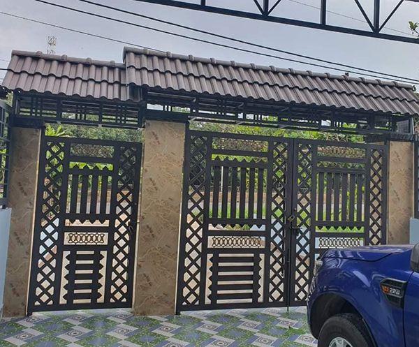 Mẫu cổng sắt mở quay 2 cánh cho biệt thự