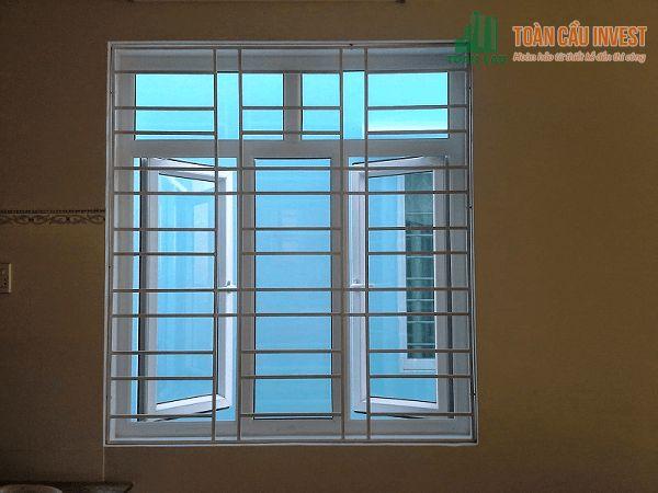 Hình ảnh khung bảo vệ cửa sổ đơn giản được nhiều người ưu chuộng