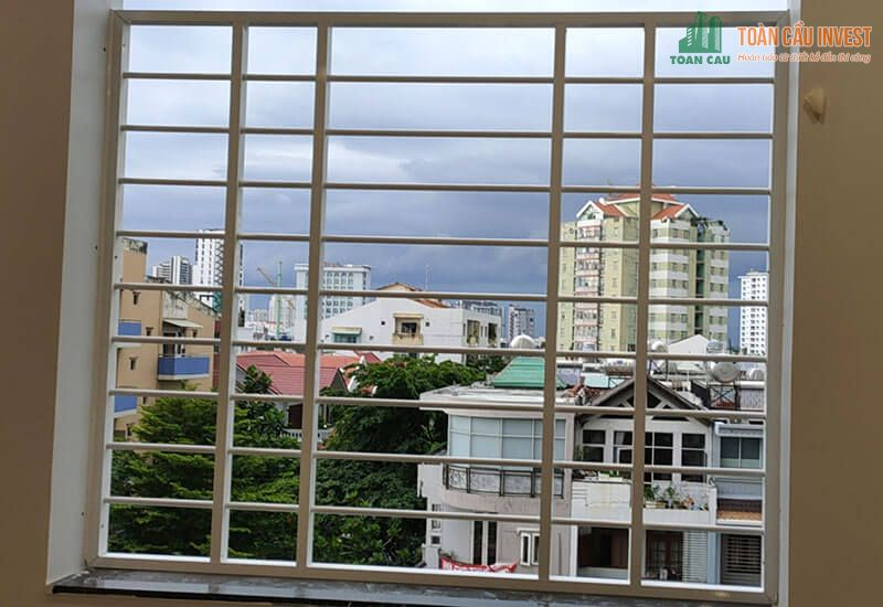 Hình ảnh khung bảo vệ cửa sổ bằng sắt trên tầng cao