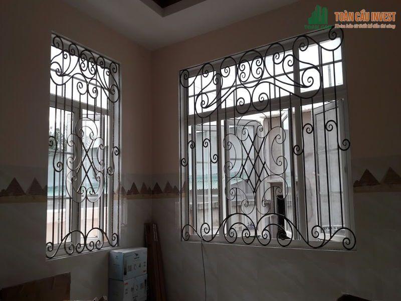 Mẫu khung sắt bảo vệ cửa sổ phong cách cổ điển