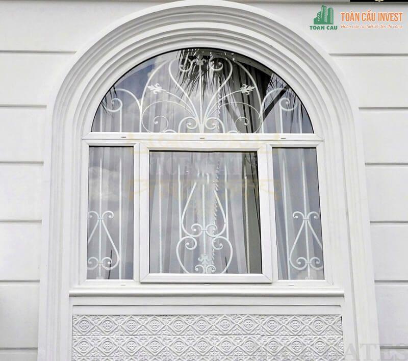 Mẫu khung bảo vệ cửa sổ bằng sắt đồng bộ màu trắng