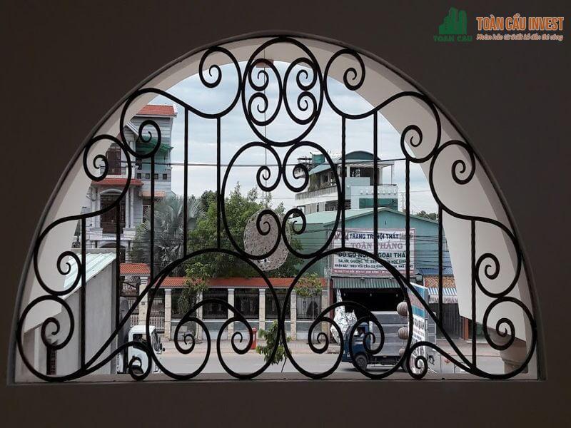 Khung sắt hình vòng cung cho cửa sổ