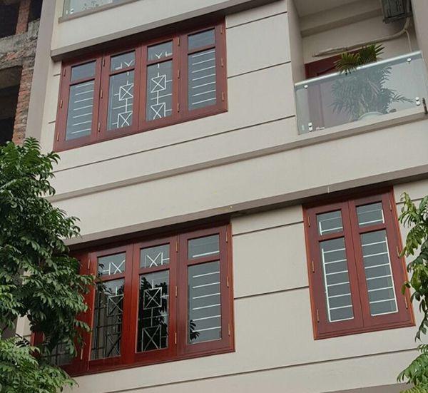 Sen hoa cửa sổ inox đơn giản