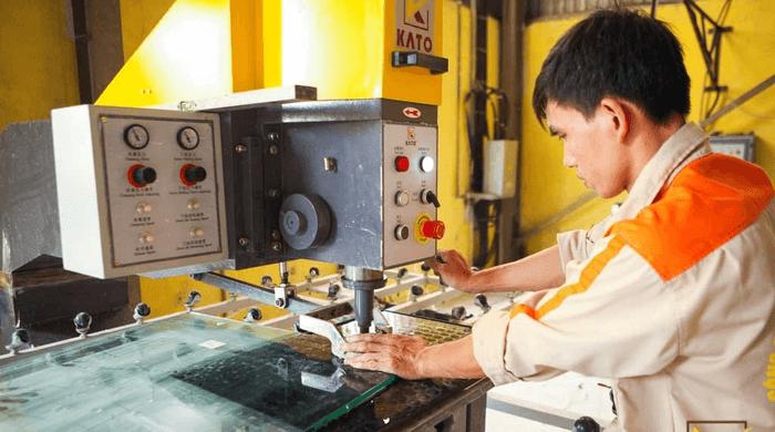Quy trình kỹ thuật cắt kính cường lực