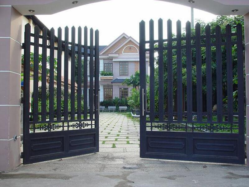 Cần bố trí cửa cổng cân đối với ngôi nhà chính